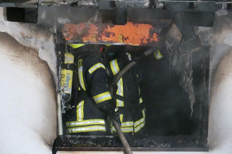 Die Feuerwehr konnte den Brand schnell löschen, das Zimmer war allerdings nicht mehr zu retten.