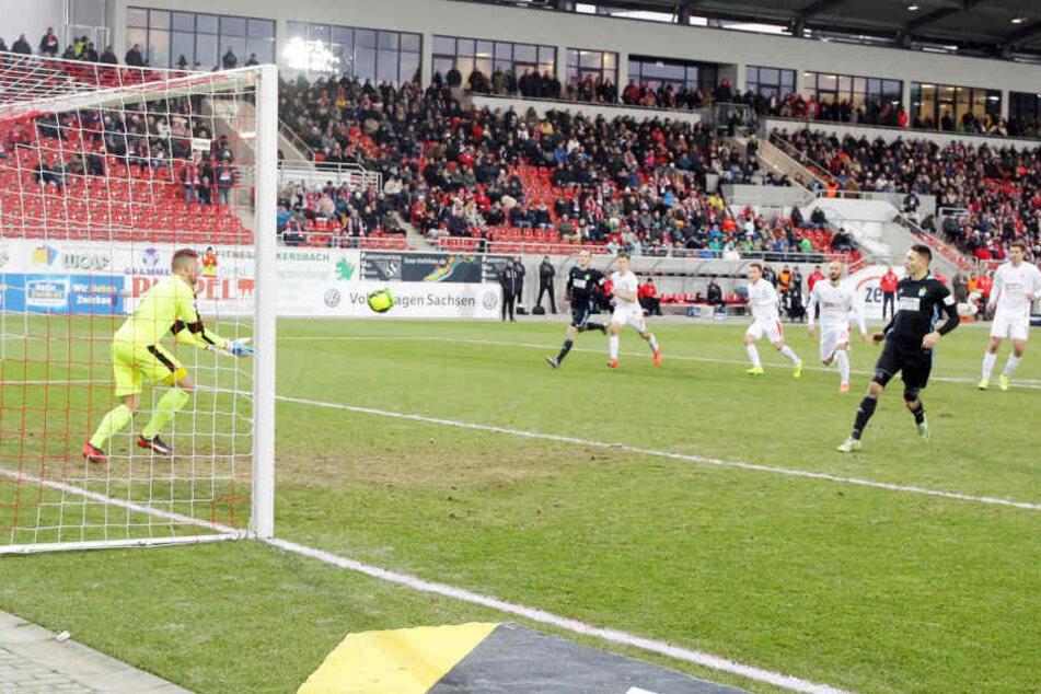 In der Partie gegen den Chemnitzer FC im Dezember war im Zwickauer Zuschauerbereich ein Fanschal des CFC verbrannt worden.