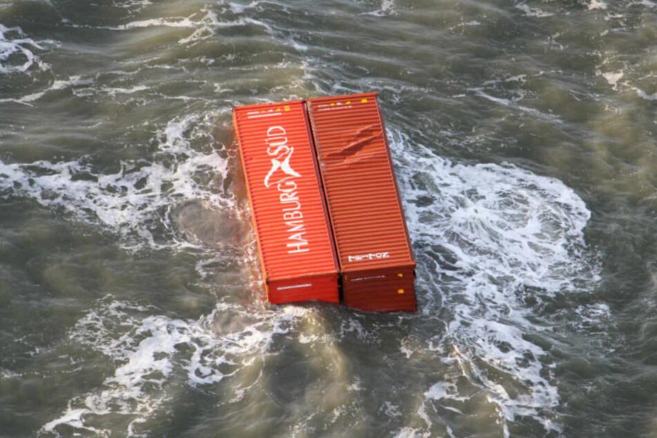 Die verlorenen Container treiben in der Nordsee und stellen für kleinere Schiffe ein Risiko dar.