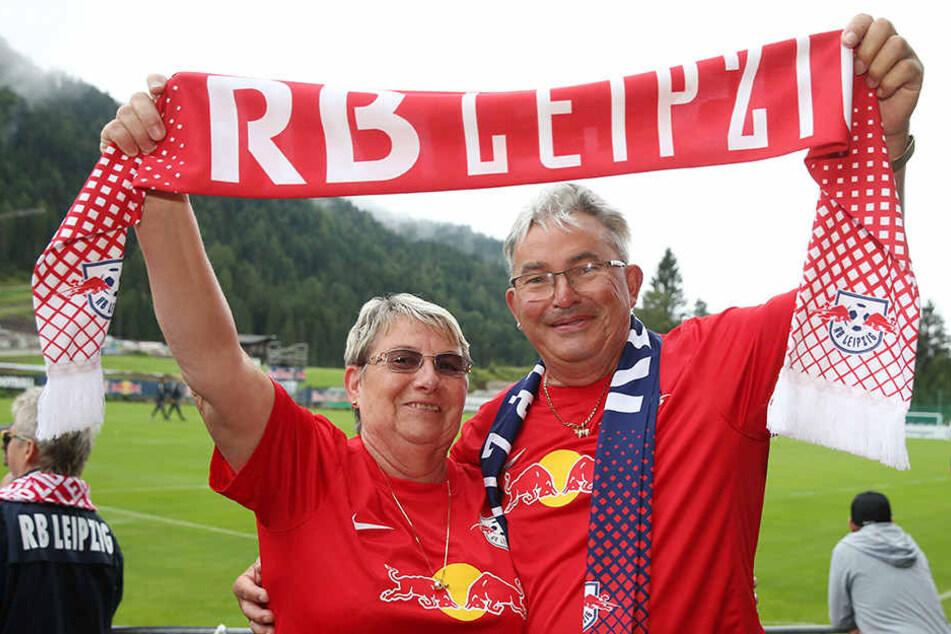 Bullenfans im Liebesglück: beim RB-Trainingslager im österreichischen Seefeld holten Doris und Rainer Kurth ihre Flittertage nach.