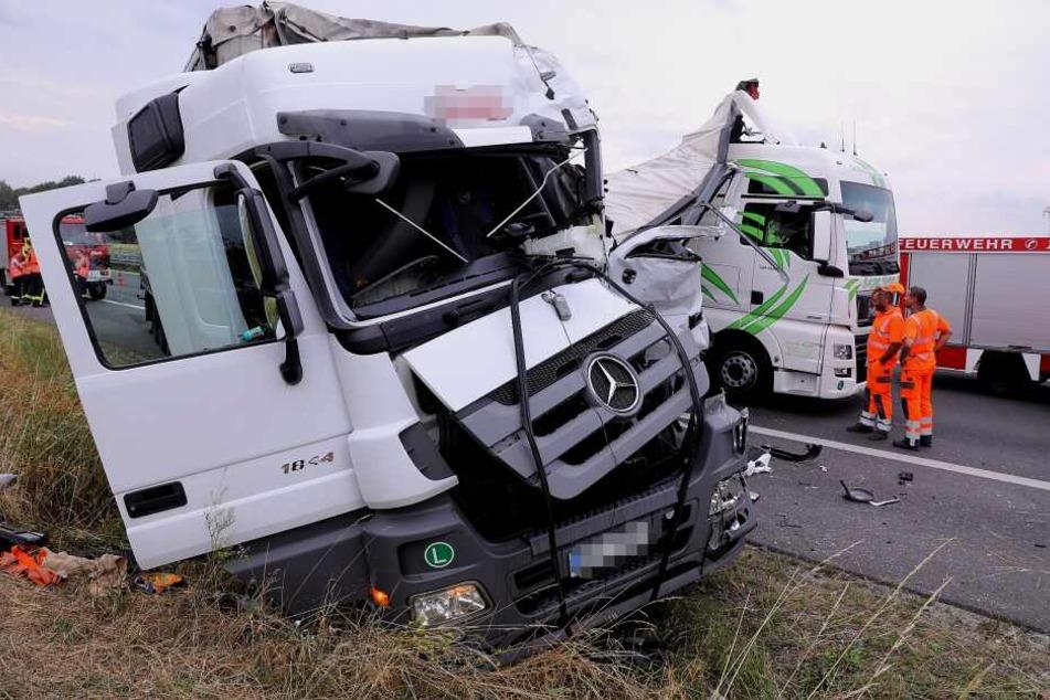 Schlimmer Unfall auf A4: Polizisten holen bewusstlosen Lkw-Fahrer aus Führerhaus