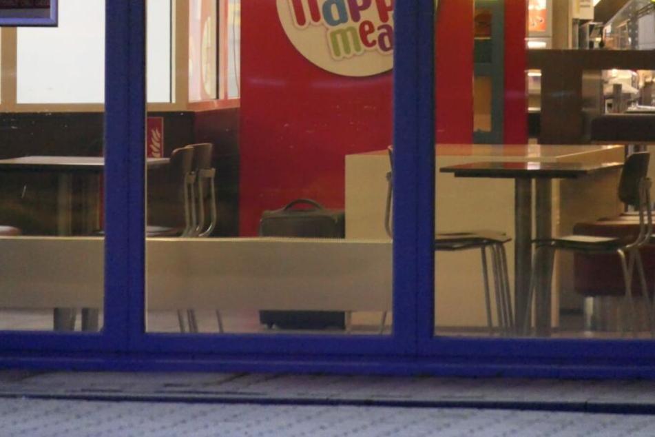 Im McDonald's-Restaurant in Grimma wurde ein herrenloser Koffer entdeckt.