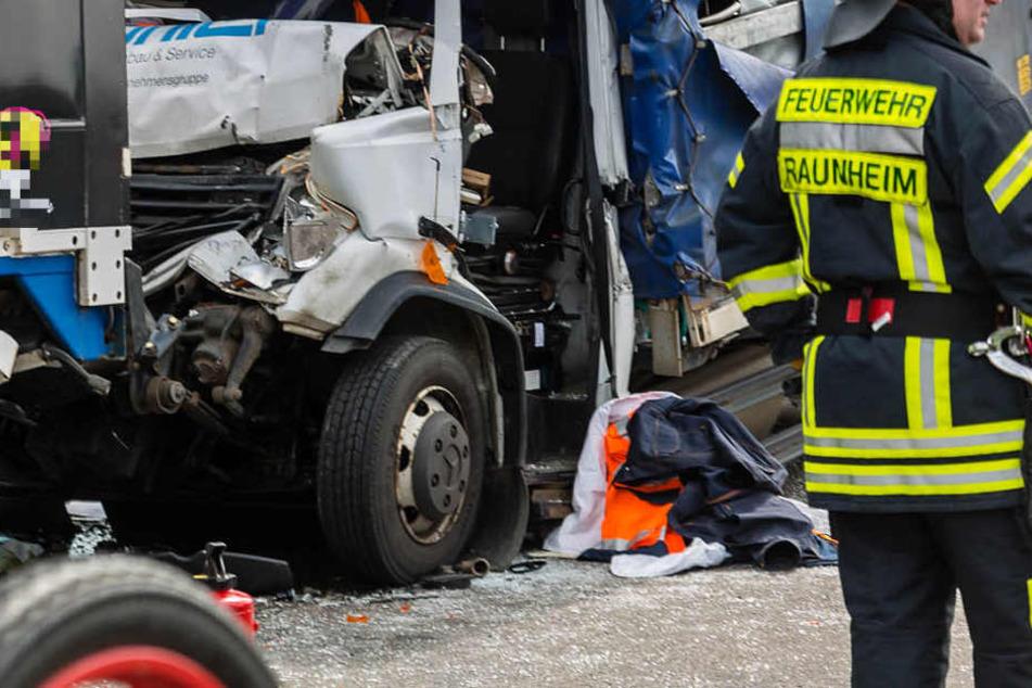 Unfall mit drei Lkw und Transporter auf A3