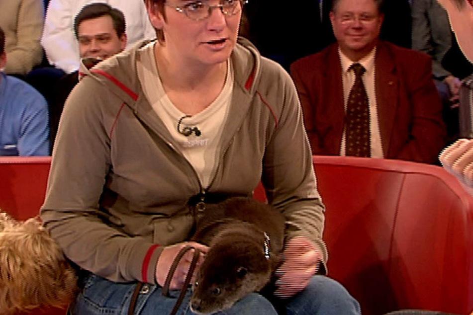 Vor 13 Jahren war Gisela Schneider mit Hund Willi und Otter Baba bei SternTV  zu Gast.