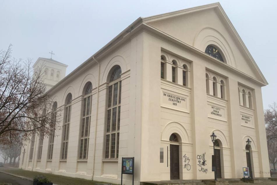Die St. Nicolai Kirche wurde in der Nacht von Samstag zu Sonntag verfassungswidrig beschmiert.
