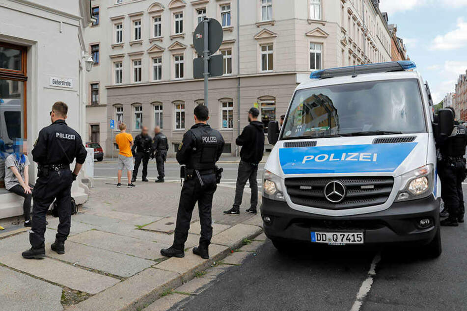 Razzia in Chemnitz: Polizei kontrolliert Passanten