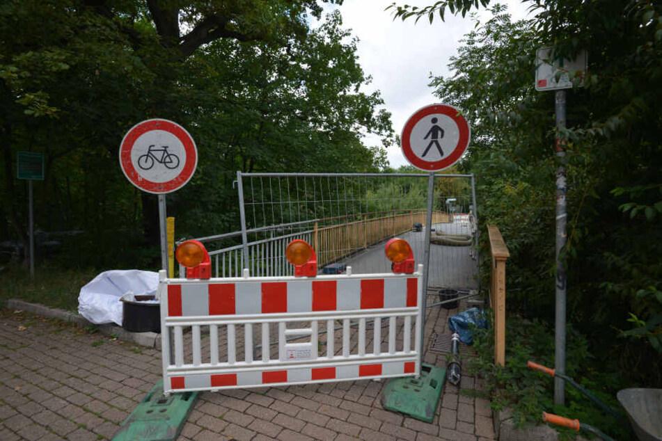 Für Radfahrer und Fußgänger gibt es auf der Brücke Lohrstraße kein Durchkommen mehr.