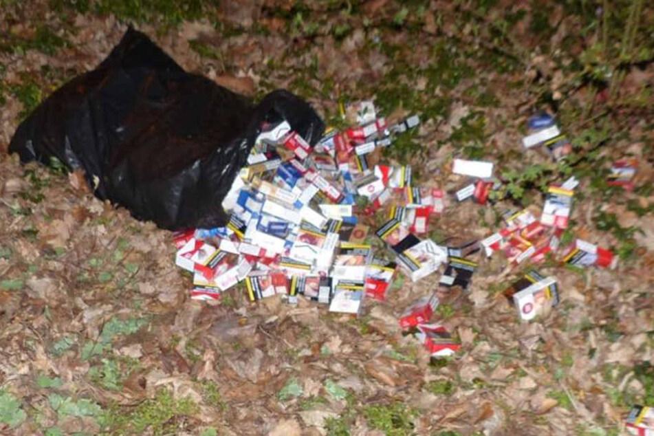 Den Sack ließ der 22-Jährige fallen, als er die Polizisten bemerkte.