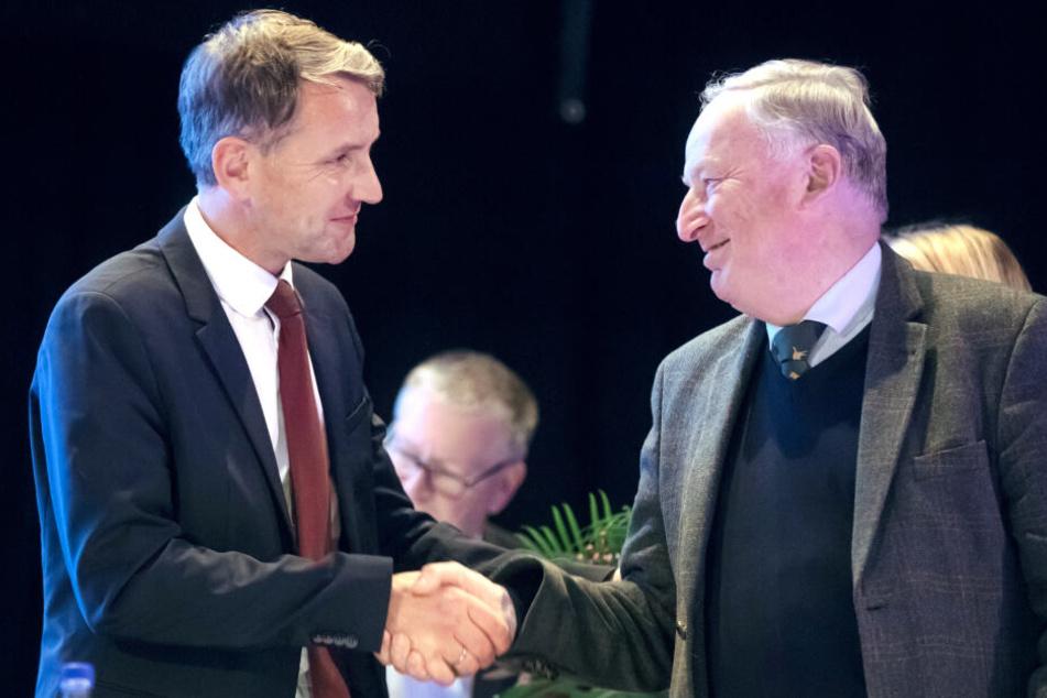 Alexander Gauland gratulierte Björn Höcke nach seiner Wahl zum Spitzenkandidaten der Thüringer AfD persönlich.