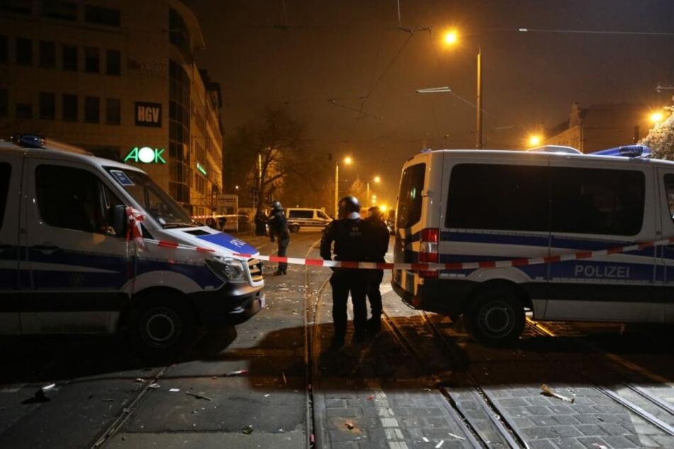 Die Angreifer sollen die Beamten gezielt attackiert haben.