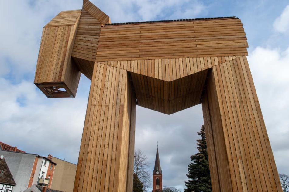Mit 13 Metern Länge, fünf Meter Breite und dem höchsten Punkt in 15 Metern Höhe ist das Trojanische Pferd das weltweit größte.