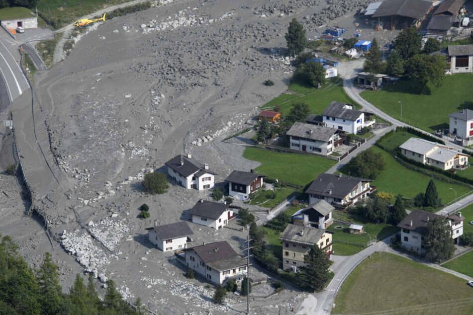 Am 3369 Meter hohen Piz Cengalo hinter Bondo hatten sich Gesteinsmassen gelöst und waren ins Tal gedonnert.