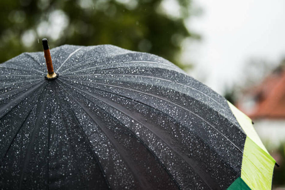 Kann auch mal die Polizei auf den Plan rufen: ein Regenschirm. (Symbolfoto)
