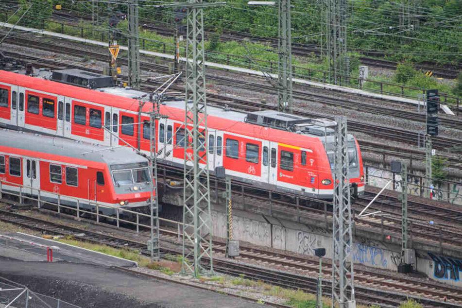 Viele hessische Bahnstrecken waren aufgrund des Sturmtiefs langfristig nicht befahrbar (Symbolbild).