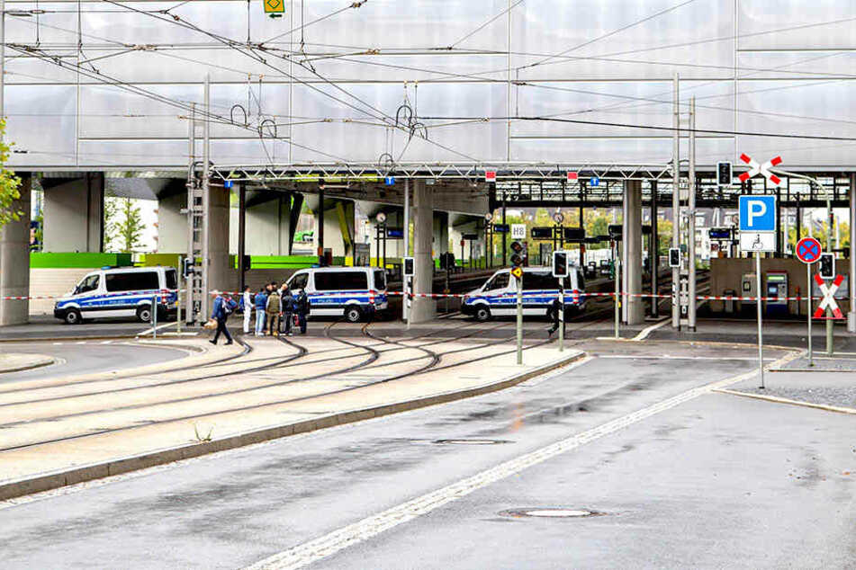 Der Chemnitzer Hauptbahnhof musste am Freitag komplett gesperrt werden.