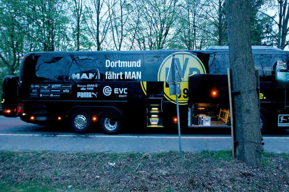 Drei Sprengsätze gingen am 11. April neben dem BVB-Bus hoch.