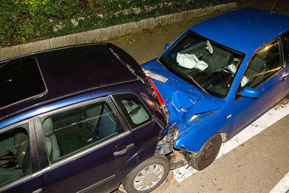 Unter Alkohol: 48-Jähriger kracht in vier geparkte Wagen