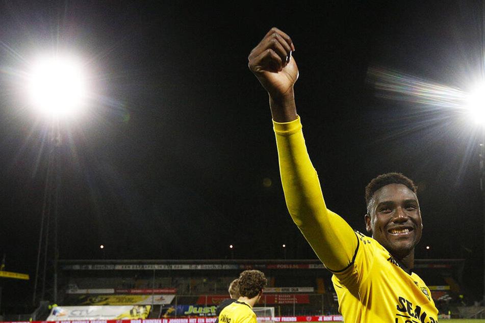 Daumen hoch: Peniel Mlapa schoss seinen VVV-Venlo mit einem Doppelpack zum Sieg. In 17 Liga-Spielen hat er damit neun Tore erzielt und drei weitere Treffer direkt vorbereitet.