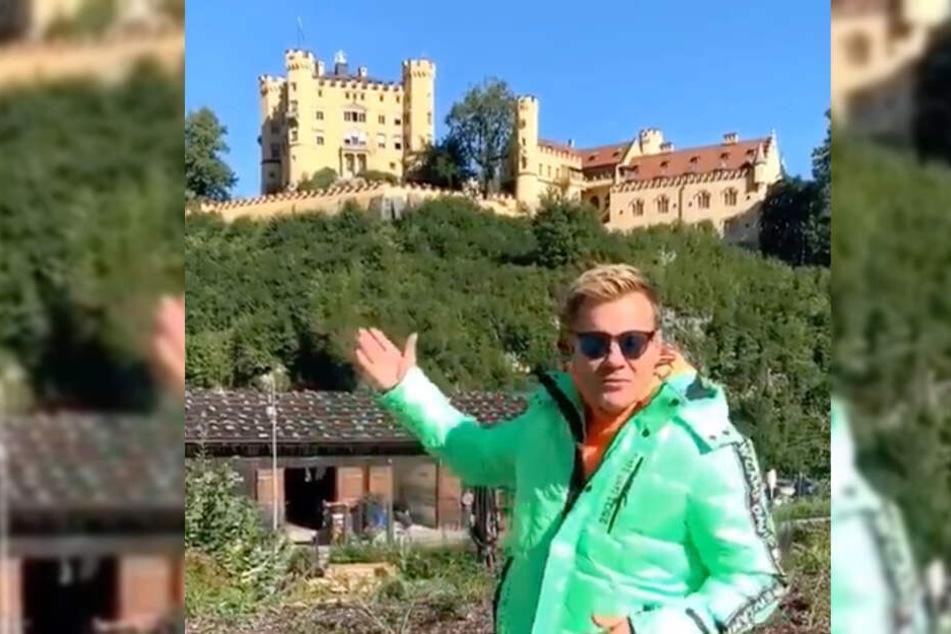 Dieter Bohlen steht aus seiner Sicht vor dem Schloss Neuschwanstein.
