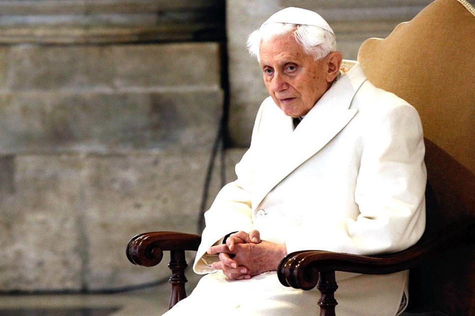 Der frühere Papst Benedikt XVI. bei einer Messe.