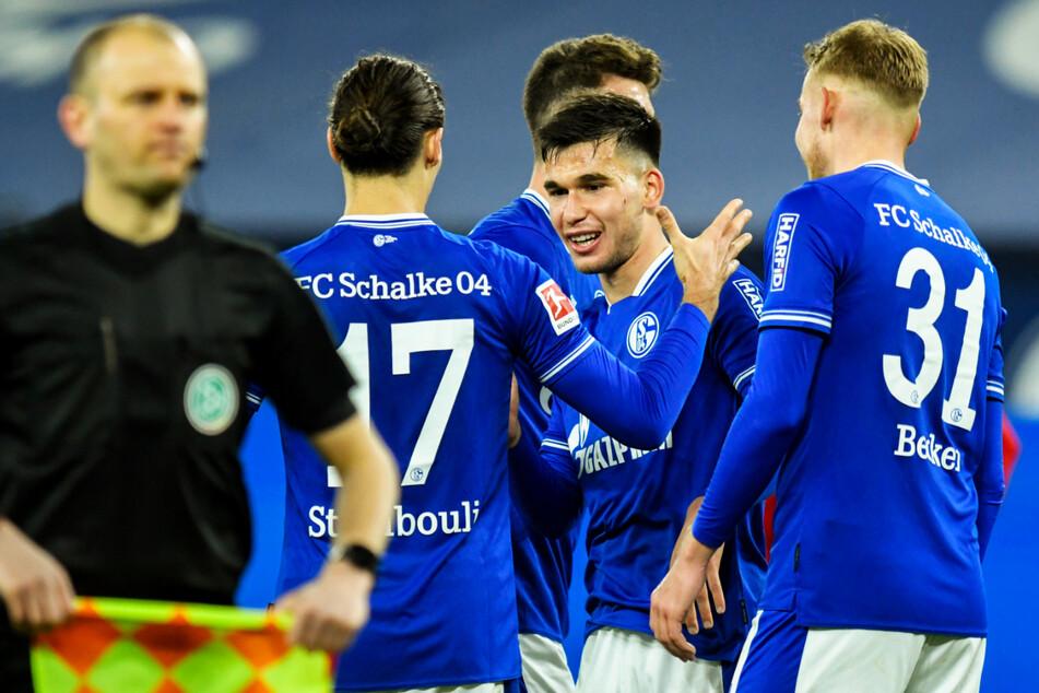 Die Spieler des FC Schalke 04 feierten am vergangenen Wochenende ihren zweiten Saisonsieg in der Bundesliga.