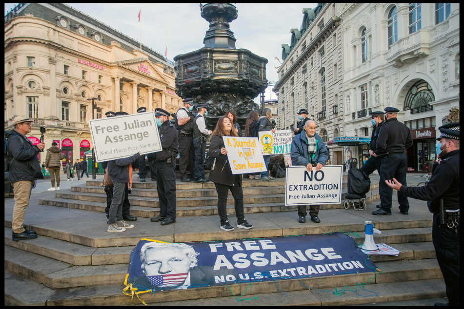 Supporters consider Assange's arrest a violation of the freedom of the press.