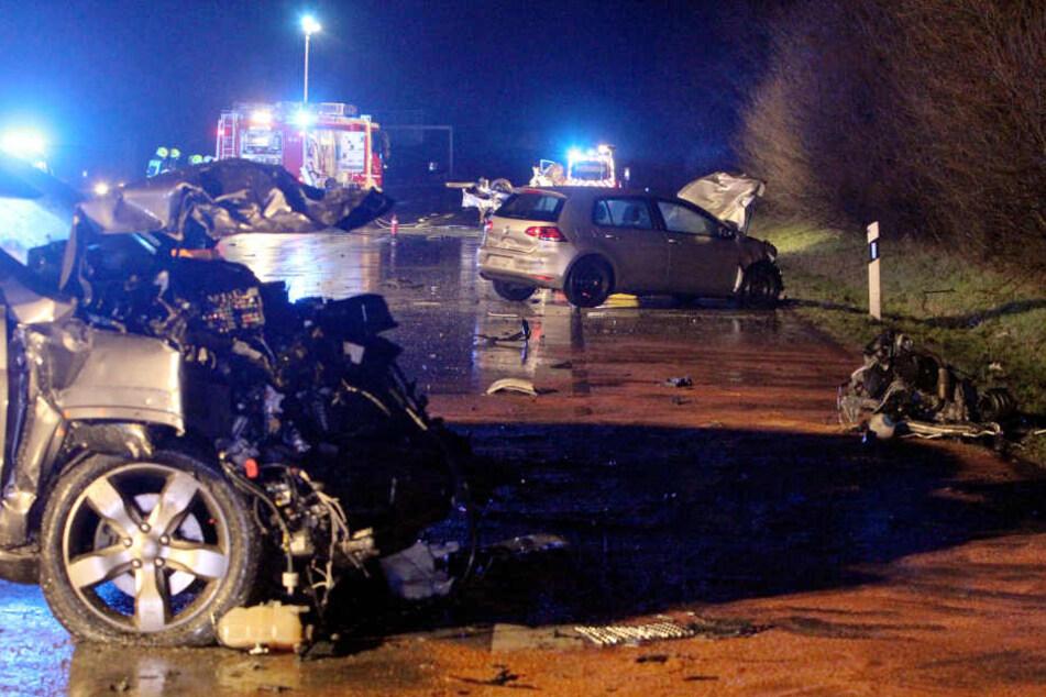 Die Autobahn gleichte einem Trümmerfeld.