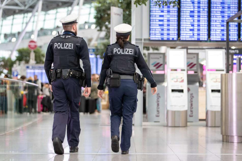 Die junge Frau verließ auf eigenen Wunsch das Flugzeug und begab sich in die Obhut der Bundespolizei. (Symbolbild)