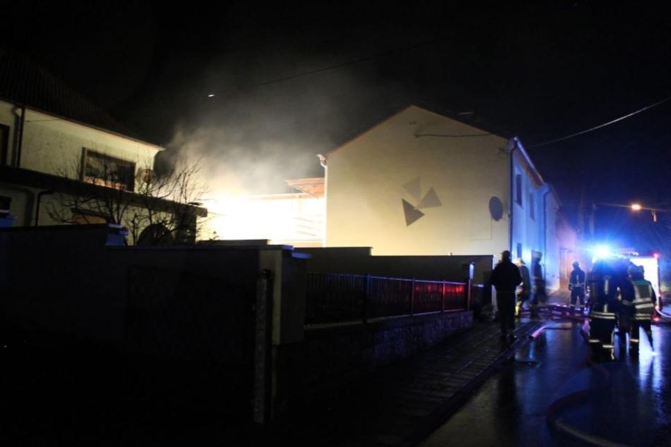 Das angrenzende Haus konnte vor den Flammen gerettet werden.