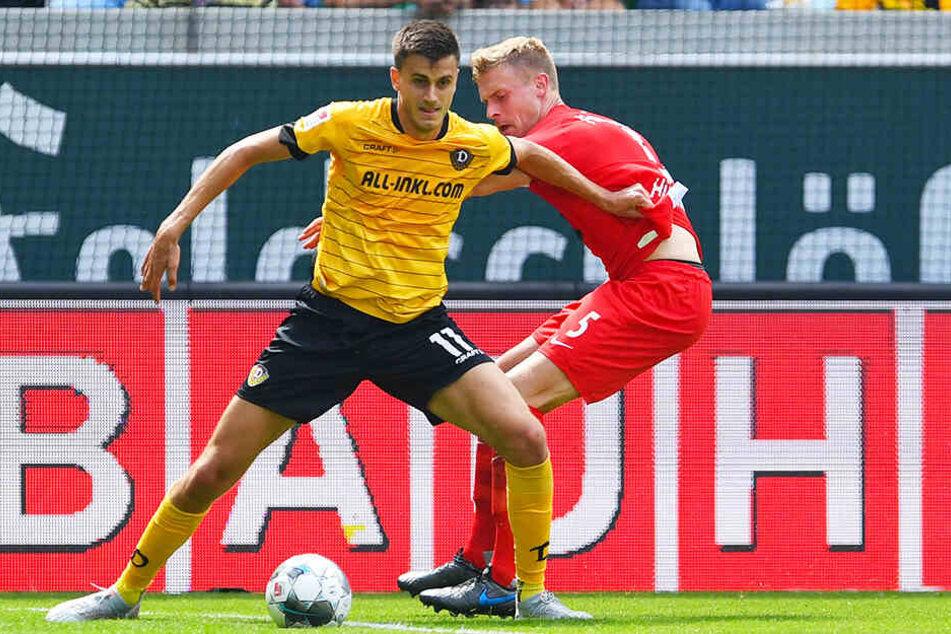 Alexander Jeremejeff (l.) feierte ein starkes Debüt für Dynamo Dresden und traf nach vielen vergebenen Chancen zum 2:0. Hier behauptet er sich gegen Heidenheims Oliver Hüsing.