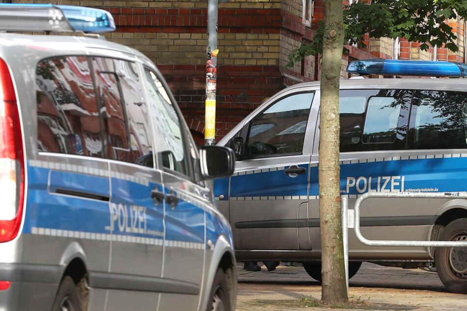 Streifenwagen fanden den mutmaßlichen Ladendieb in Nähe des Supermarktes. Der Mann wurde festgenommen (Symbolbild).