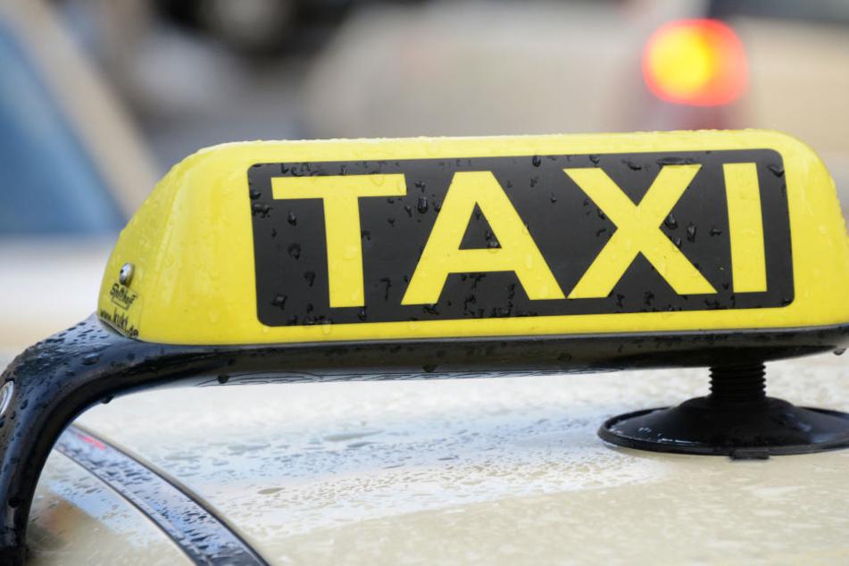 Eine Taxifahrerin wurde von einem Fahrgast ausgeraubt (Symbolfoto)