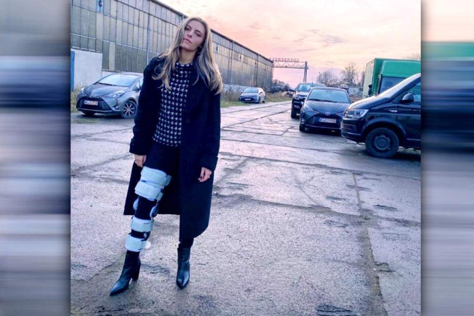 Auf Instagram zeigt sich Sophia Thomalla (30) mit Schiene am Bein.