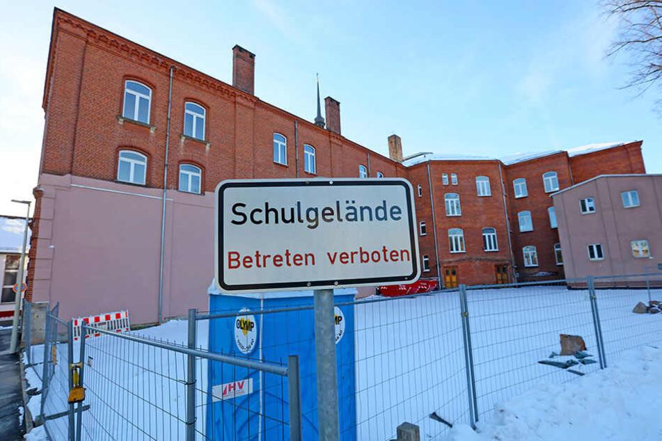 Die ehemalige Richard-Seyfert-Schule an der Paulusstraße droht einzustürzen. Grund ist der Marienthaler Bach, der direkt unter dem Schulhof verläuft.