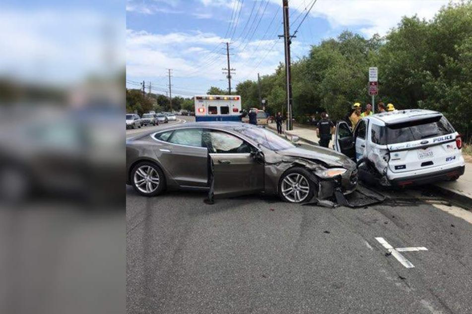 Unfall mit Autopilot: Tesla kracht in Polizeiauto