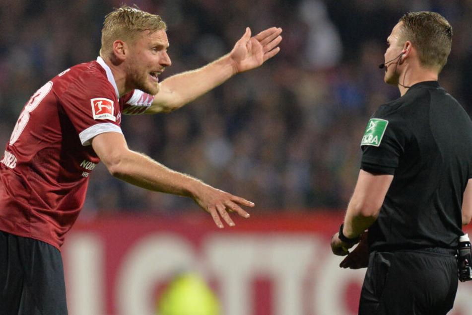 Hanno Behrens (l.) war mit der Entscheidung von Robert Kampka (r.) nicht einverstanden.