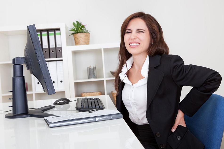 Rückenschmerzen? Diese einfache Übung hilft gegen krumme Haltung