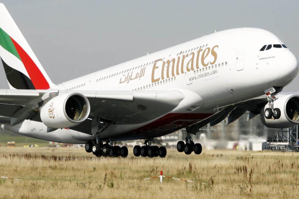 Ein Airbus A380 startet vom Werk in Hamburg-Finkenwerder. Vor allem die arabische Airline Emirates hat auf das Modell gesetzt.