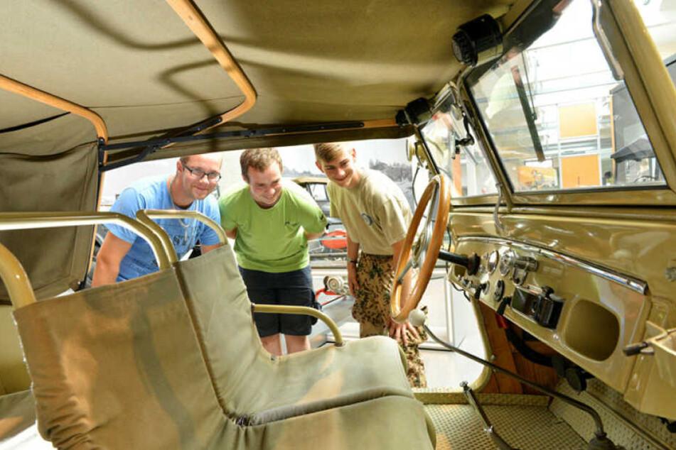 Blick ins Innere eines Wehrmacht-Kübelwagens. Das Thema 2. Weltkrieg spielt im Horch-Museum eine besondere Rolle.