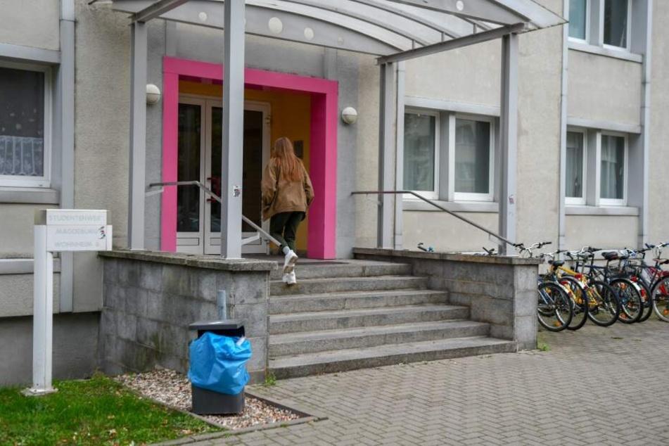 In diesem Studentenwohnheim in Magdeburg randalierten in der Nacht zu Freitag drei unbekannte Täter.