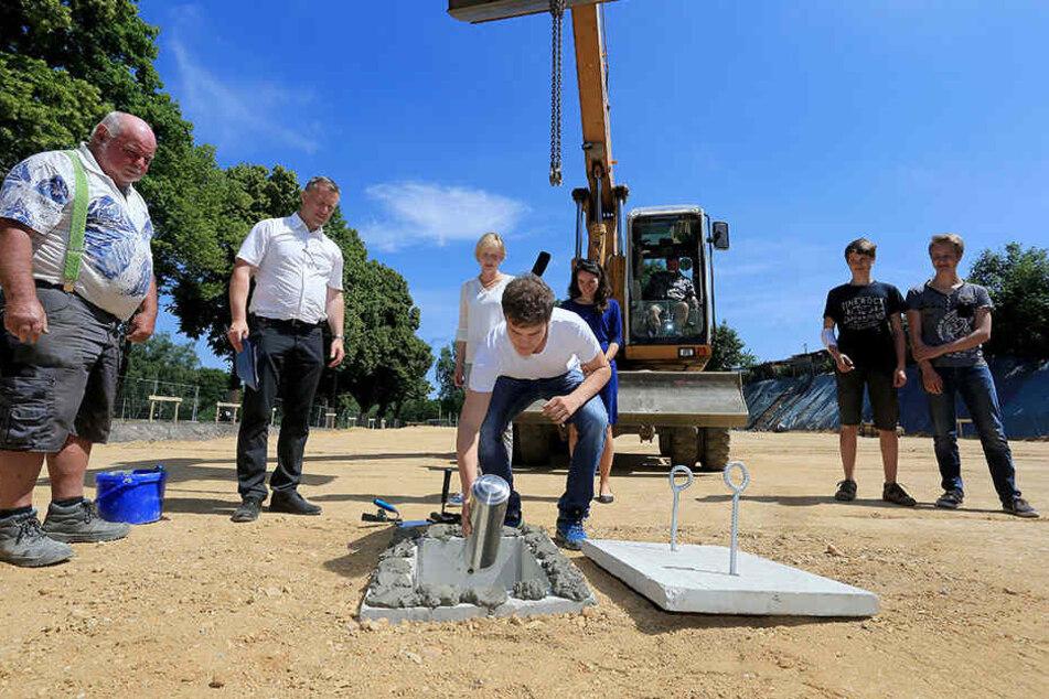 Am Mittwoch wurde der Grundstein für die neue Turnhalle gelegt.
