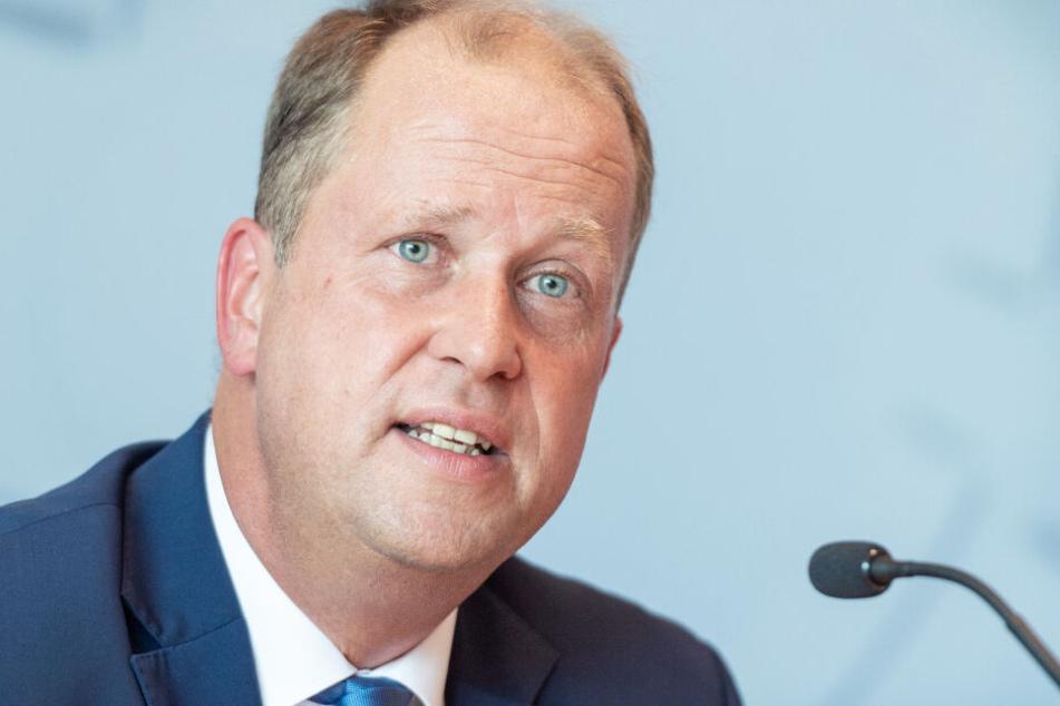 NRW-Integrationsminister Joachim Stamp (48) stellte am Mittwoch die Asyl-Jahresbilanz 2018 vor.