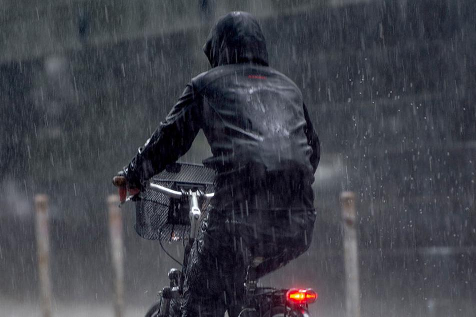 In Teilen Thüringens und Sachsens regnet es derzeit heftig (Symbolbild).