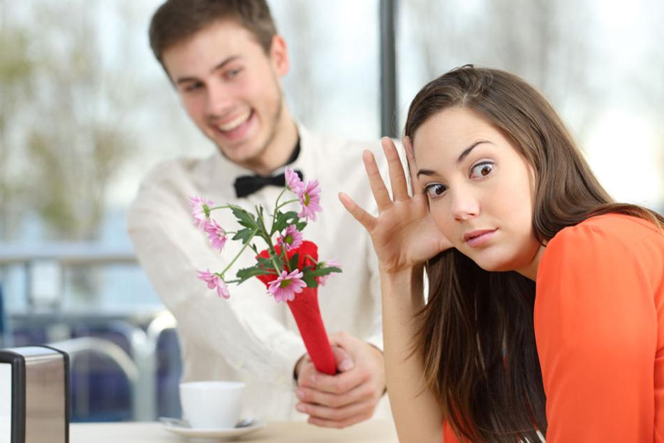 Die junge Frau wollte ihn einfach auf der Restaurant-Rechnung sitzen lassen - aber nicht mit ihm. (Symbolbild)