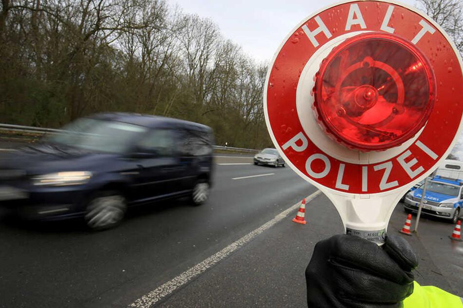 Bei einer Autobahnkontrolle wurde der 43-Jährige gestoppt und zum 21. Mal ohne Führerschein erwischt.