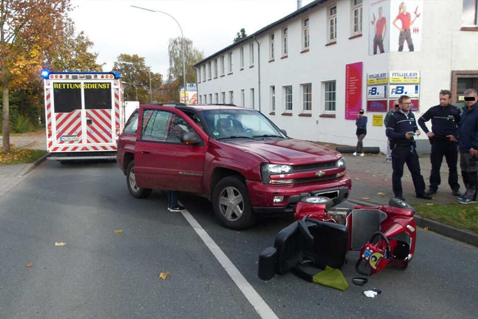 Ein Rettungswagen musste die 83-Jährige am Unfallort versorgen, bevor sie ein Rettungshubschrauber ins Klinikum Minden brachte.