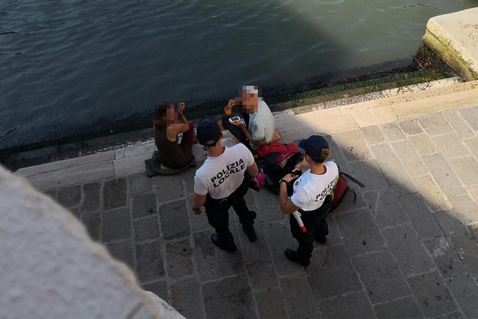Ein Zeuge, der die Beiden beobachtet hatte, verpfiff sie an die Polizei.