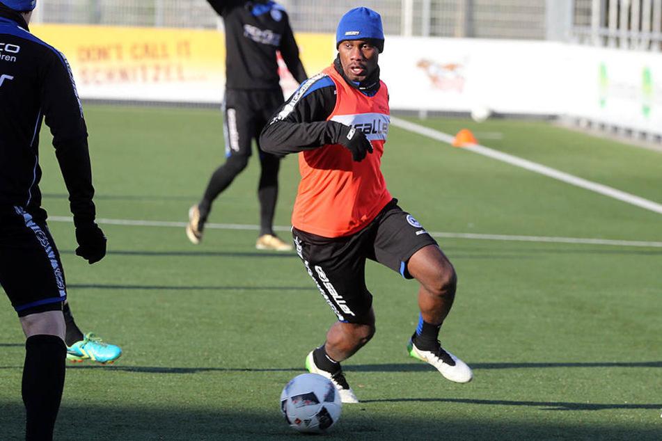 Reinhold Yabo war am Freitag zum ersten Mal im Trainings beim DSC Arminia Bielefeld.