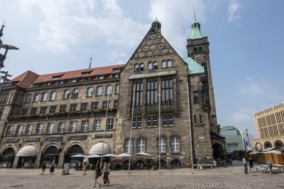 Die Entscheidung konnte live im Rathaus verfolgt werden.