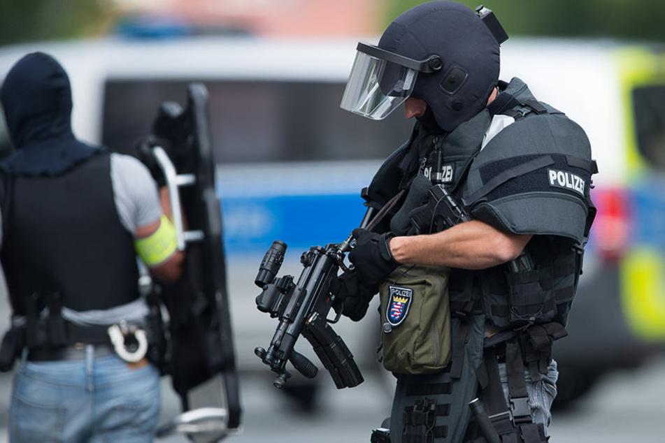 Die Beamten durchsuchten mindestens ein Objekt in Erfurt. (Symbolbild)